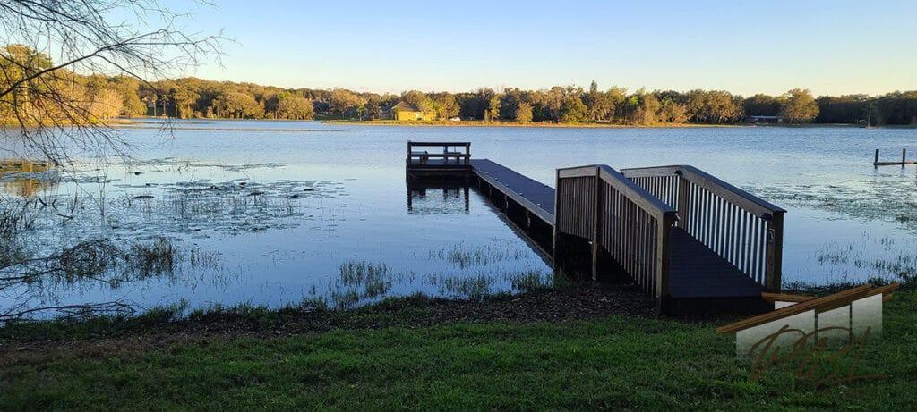 Lake Avalon Treehouse
